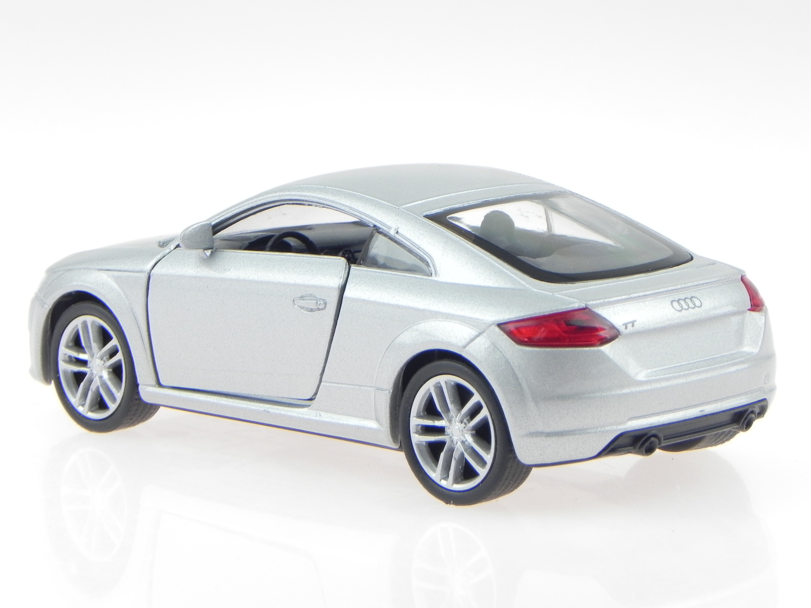 audi tt fv coupe 2014 silber modellauto 43695 welly 1 34. Black Bedroom Furniture Sets. Home Design Ideas