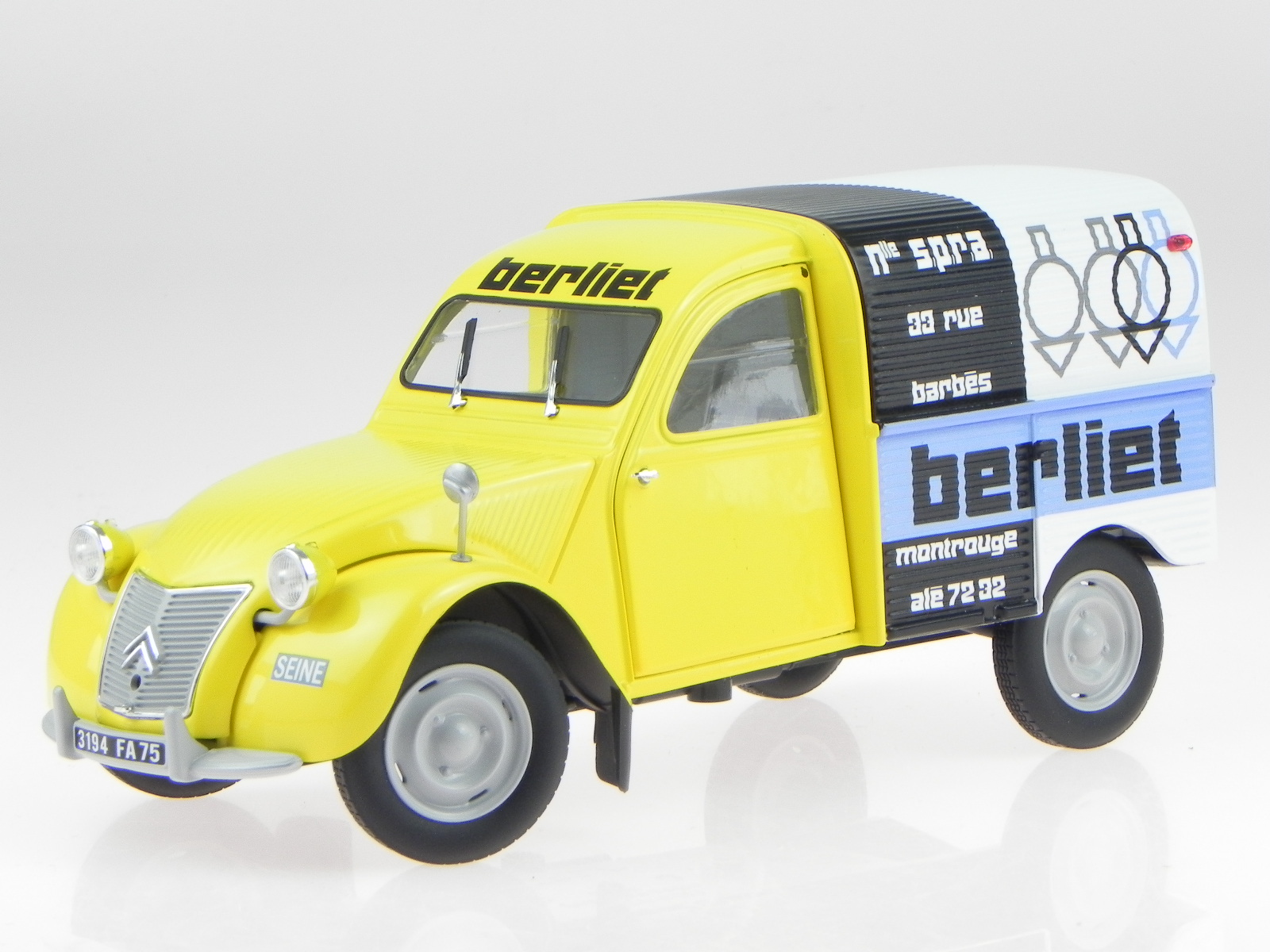 citroen 2cv 2 cv box wagon ente 1956 berliet modelcar. Black Bedroom Furniture Sets. Home Design Ideas