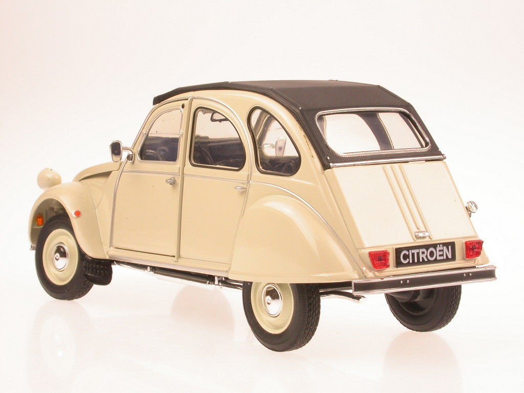 Citroen 2CV Ente 1:24 beige Modellauto ca 16cm Neuware im Fensterkarton
