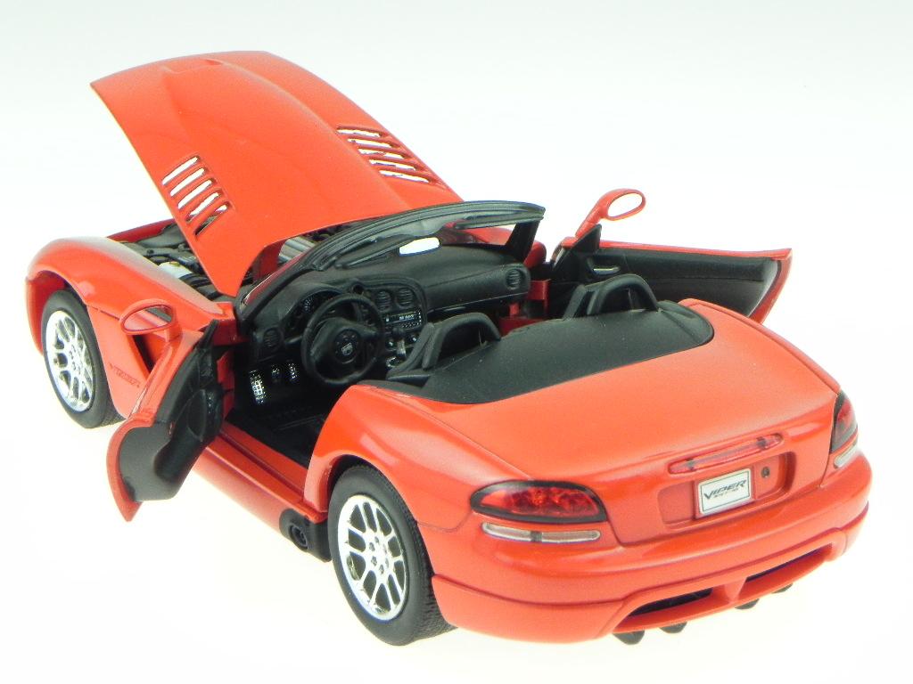 dodge viper srt 10 2003 red modelcar 22445 welly 1 24. Black Bedroom Furniture Sets. Home Design Ideas