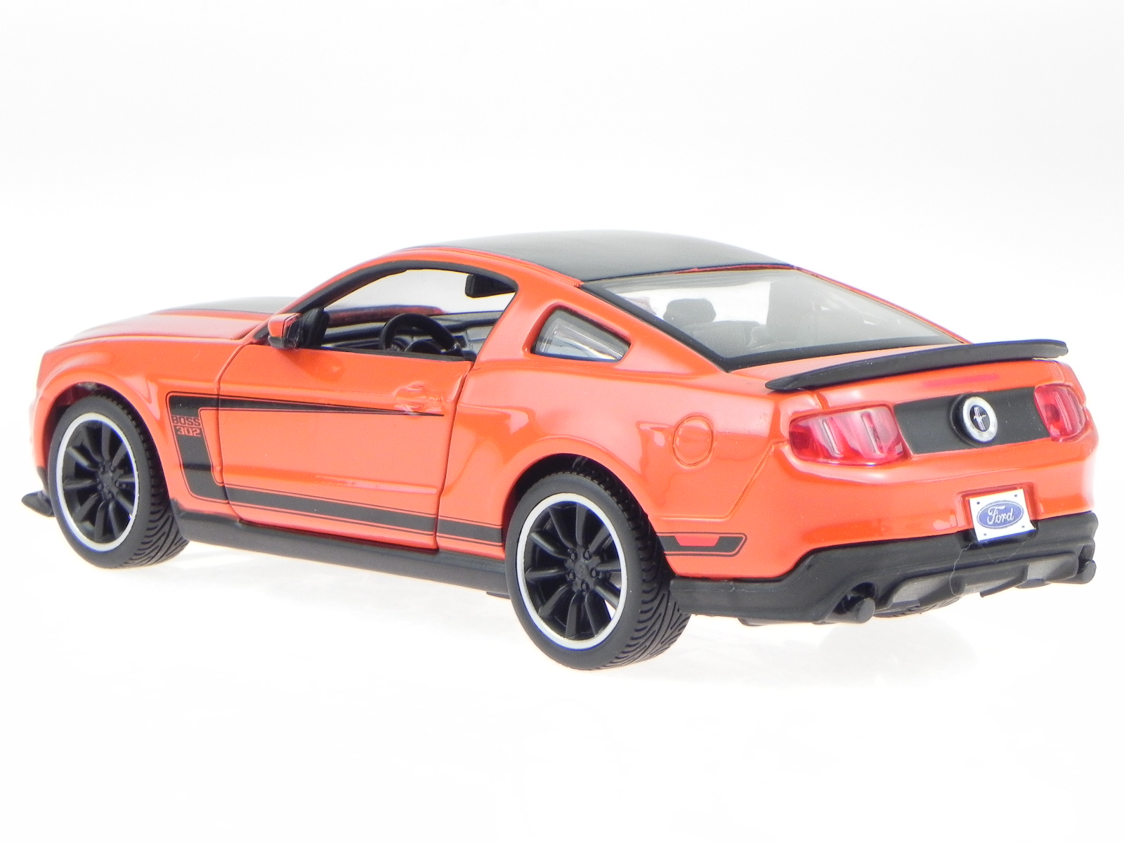 ford mustang boss 302 orange rot modellauto 39269 maisto 1. Black Bedroom Furniture Sets. Home Design Ideas