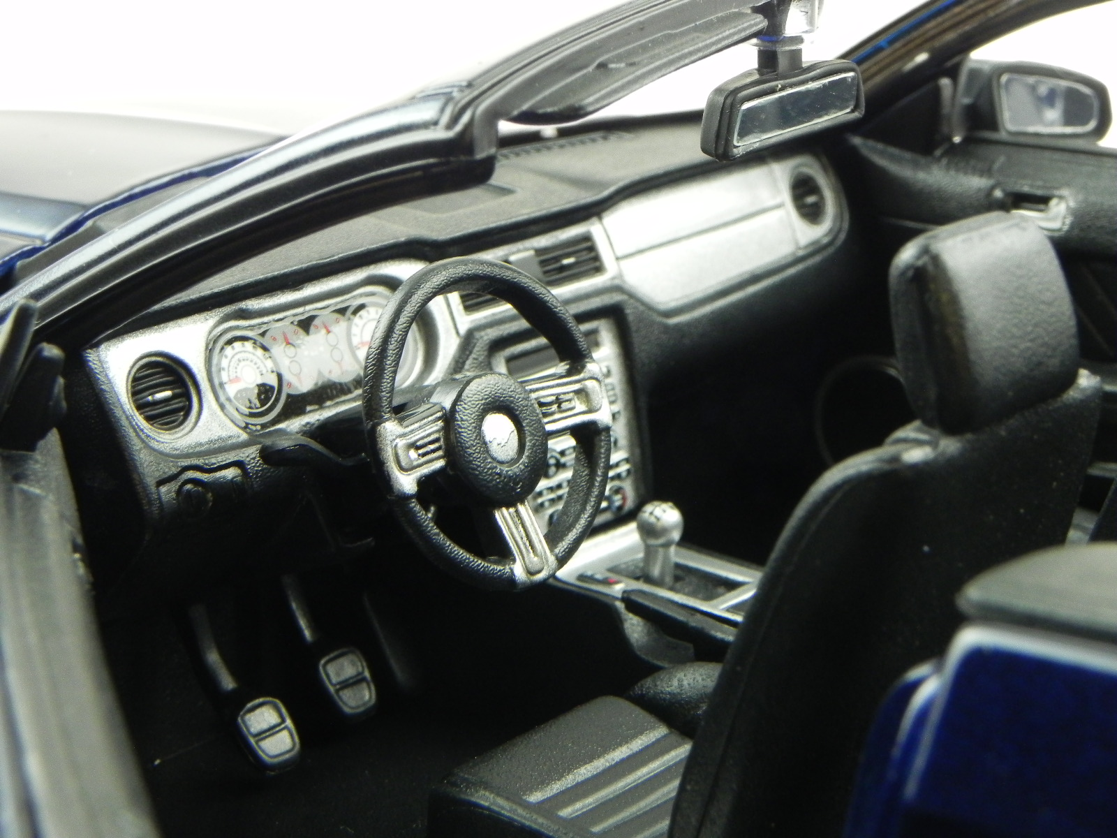 Ford Mustang Mustang Mustang GT Cabrio 2010 bleu véhicule miniature 31158 Maisto 1 18 91f959