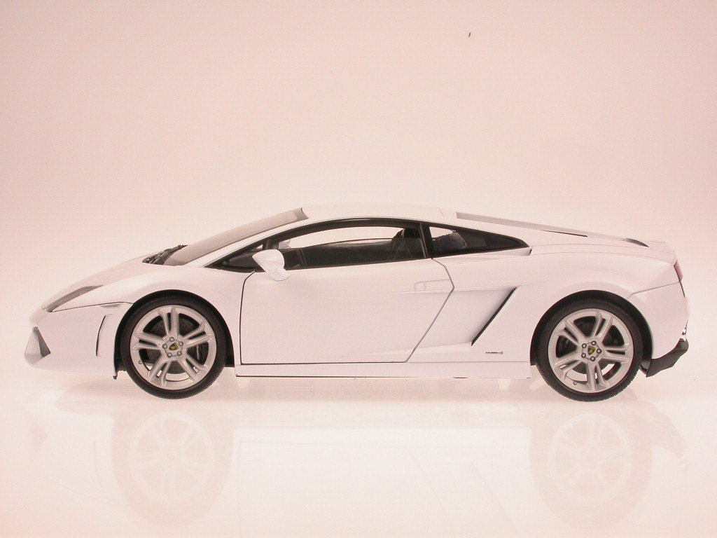 Lamborghini-Gallardo-LP-560-4-wHite-diecast-model-car-Welly-1-18 thumbnail 4