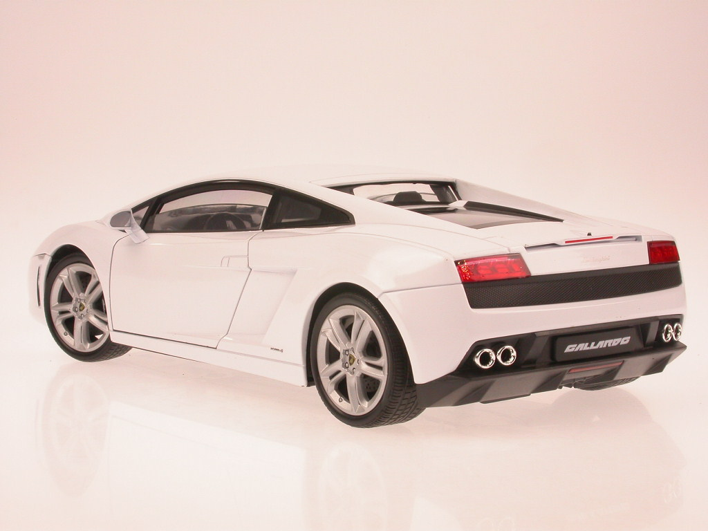 Lamborghini-Gallardo-LP-560-4-wHite-diecast-model-car-Welly-1-18 thumbnail 5