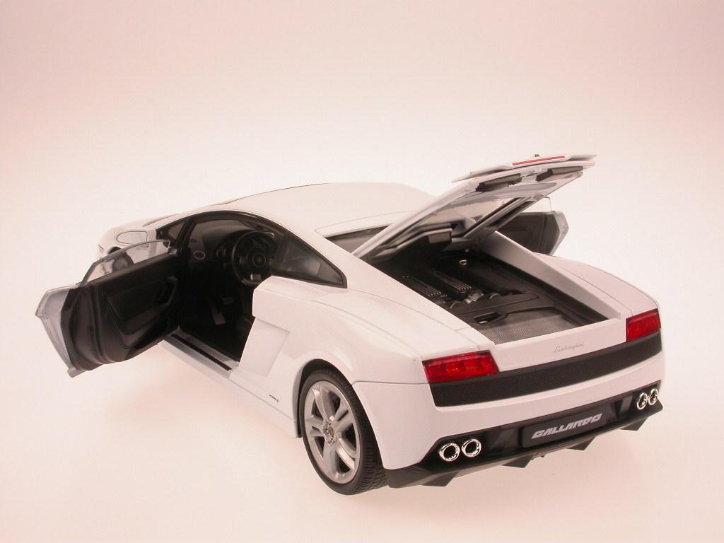 Lamborghini-Gallardo-LP-560-4-wHite-diecast-model-car-Welly-1-18 thumbnail 2