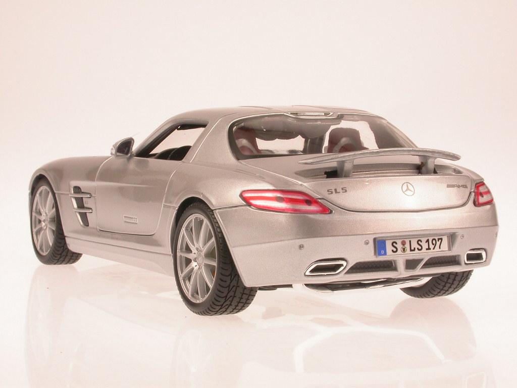 Mercedes Benz Sls Coupe 6.3 Amg C197 2012 Silver MAISTO 1:18 MI31389S