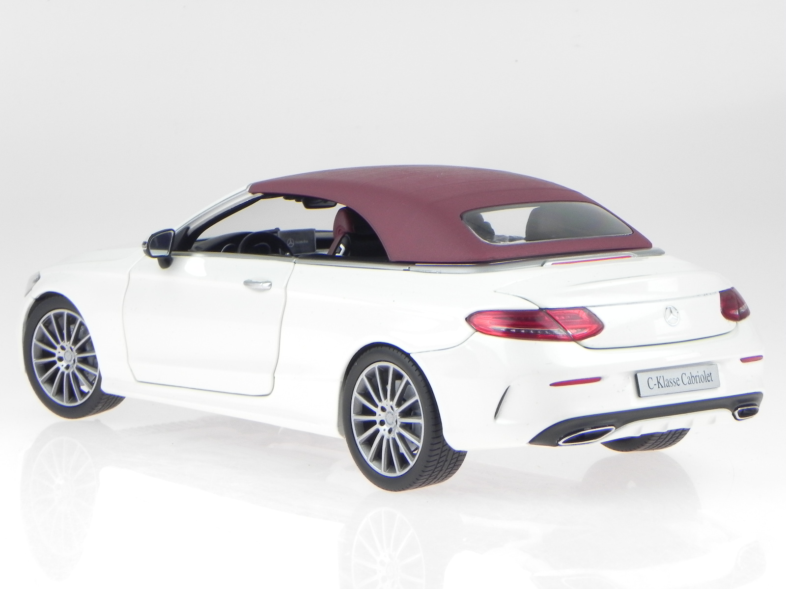 mercedes a205 c klasse cabrio diamant weiss modellauto. Black Bedroom Furniture Sets. Home Design Ideas
