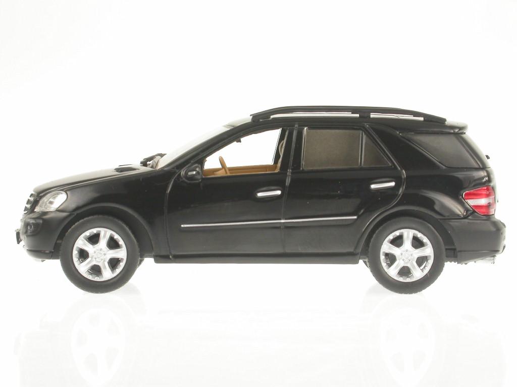 Mercedes-BM164-M-Class-ML-500-black-diecast-model-car-IXO-1-43 miniature 2