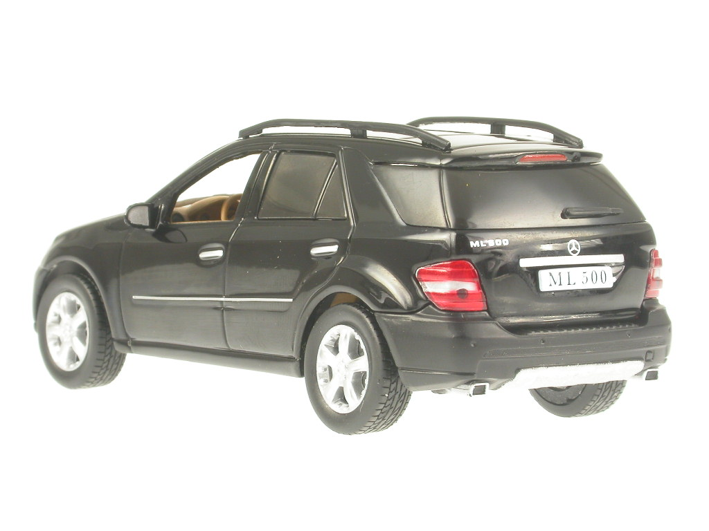 Mercedes-BM164-M-Class-ML-500-black-diecast-model-car-IXO-1-43 miniature 3