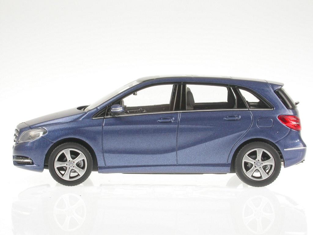 mercedes w246 b klasse b180 2011 blau modellauto 351330. Black Bedroom Furniture Sets. Home Design Ideas