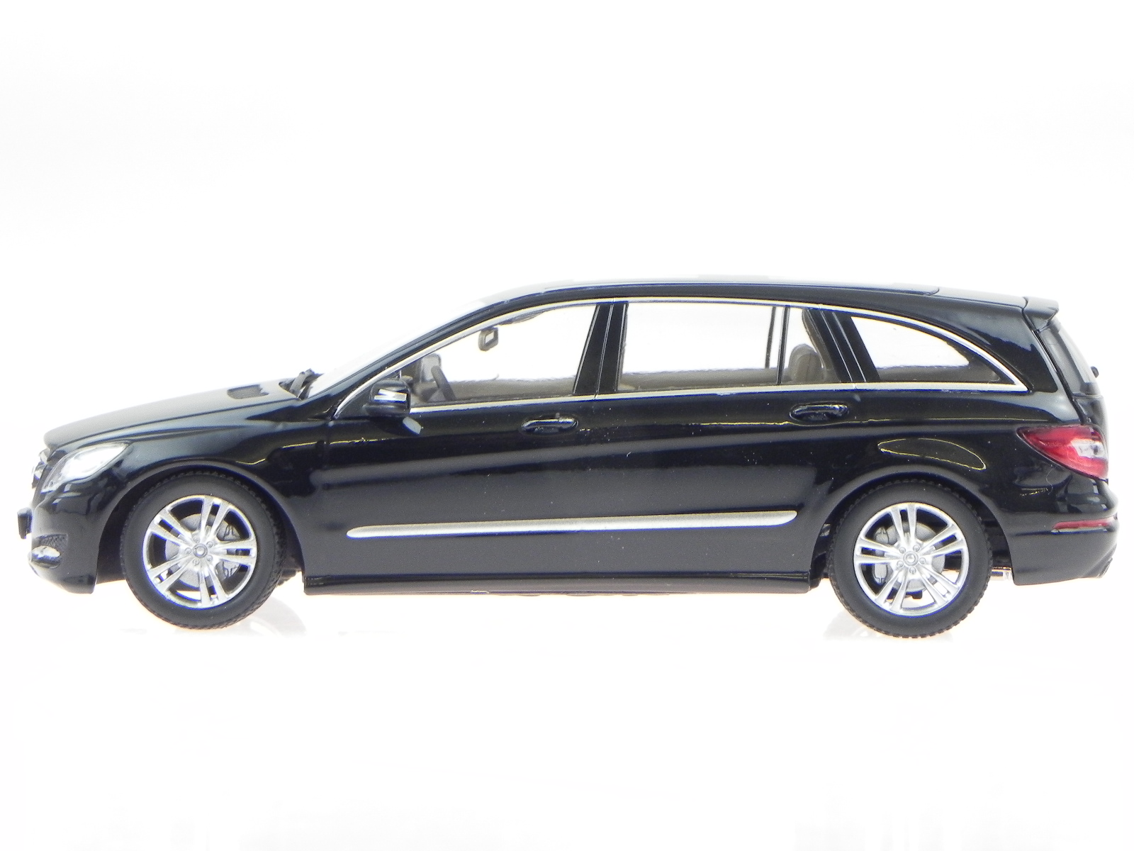 mercedes w251 r klasse schwarz modellauto minichamps 1 43. Black Bedroom Furniture Sets. Home Design Ideas