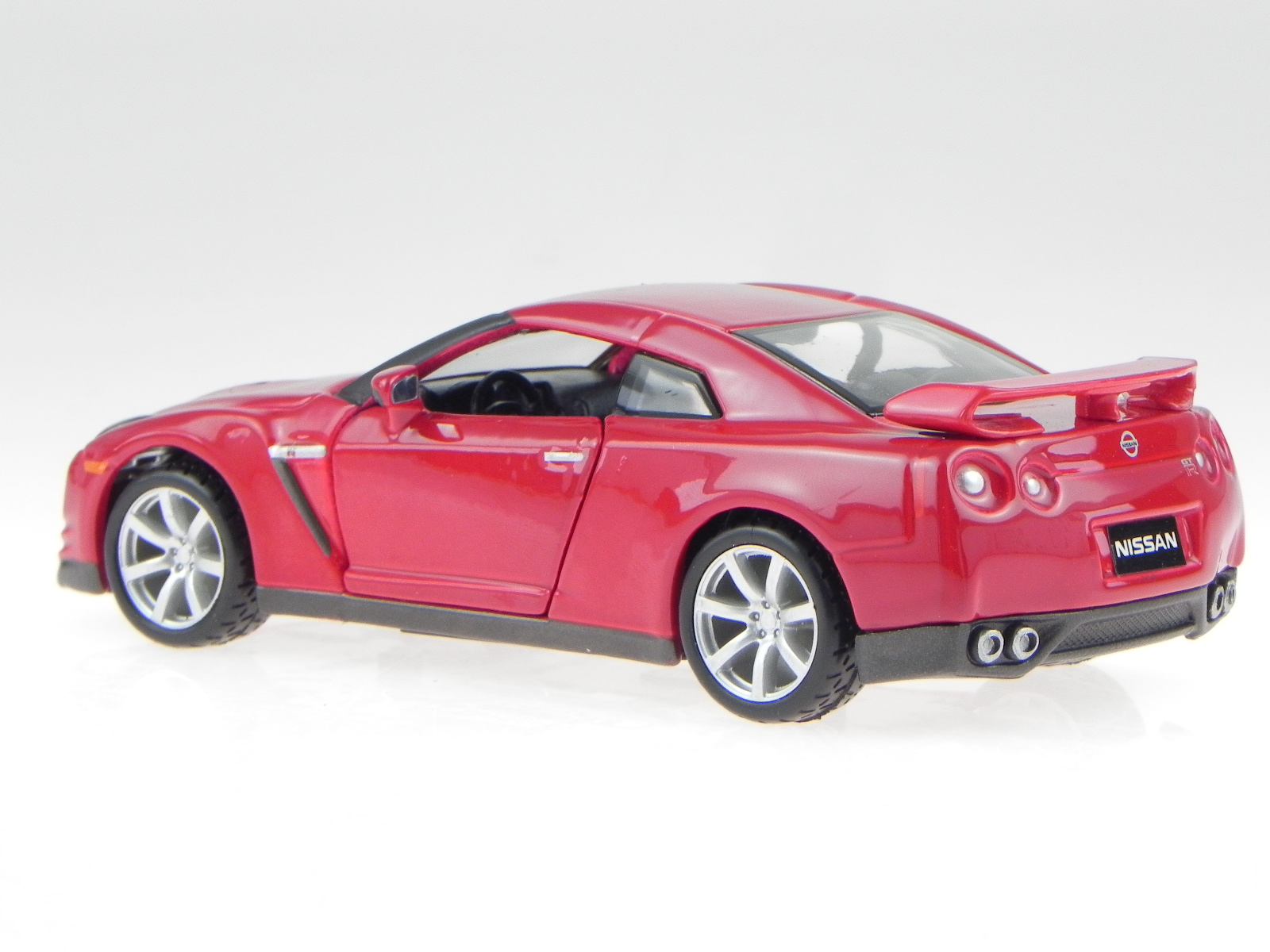 nissan gt r 2009 rot modellauto 42016 bburago 1 32 ebay. Black Bedroom Furniture Sets. Home Design Ideas