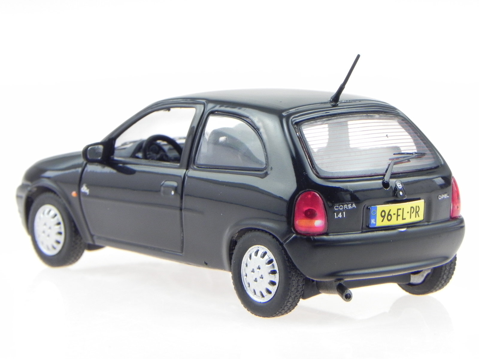 opel corsa b 1994 schwarz modellauto 43054 t9 1 43 eur. Black Bedroom Furniture Sets. Home Design Ideas