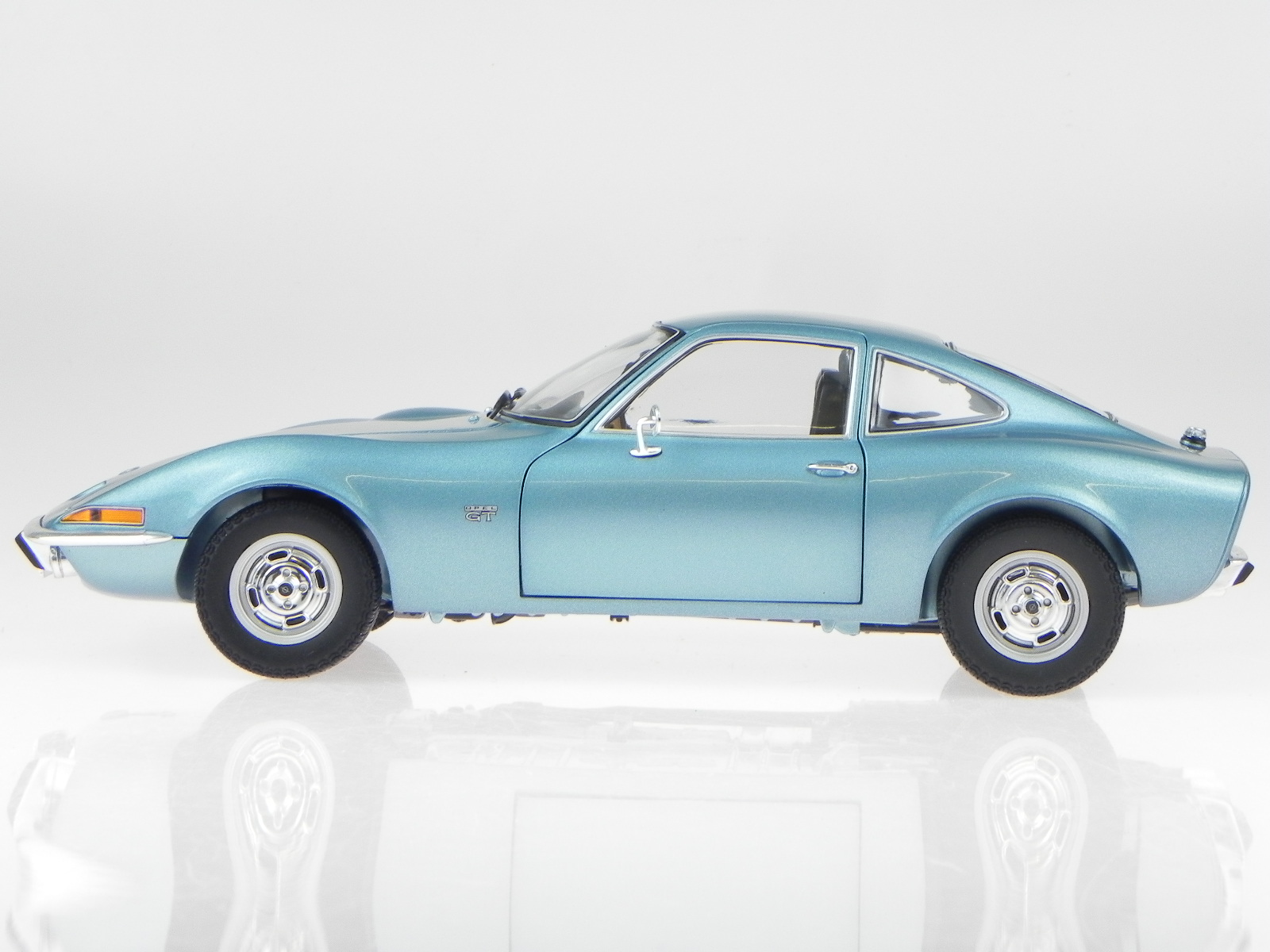 opel gt 1972 blue metallic modelcar 180049030 minichamps 1. Black Bedroom Furniture Sets. Home Design Ideas