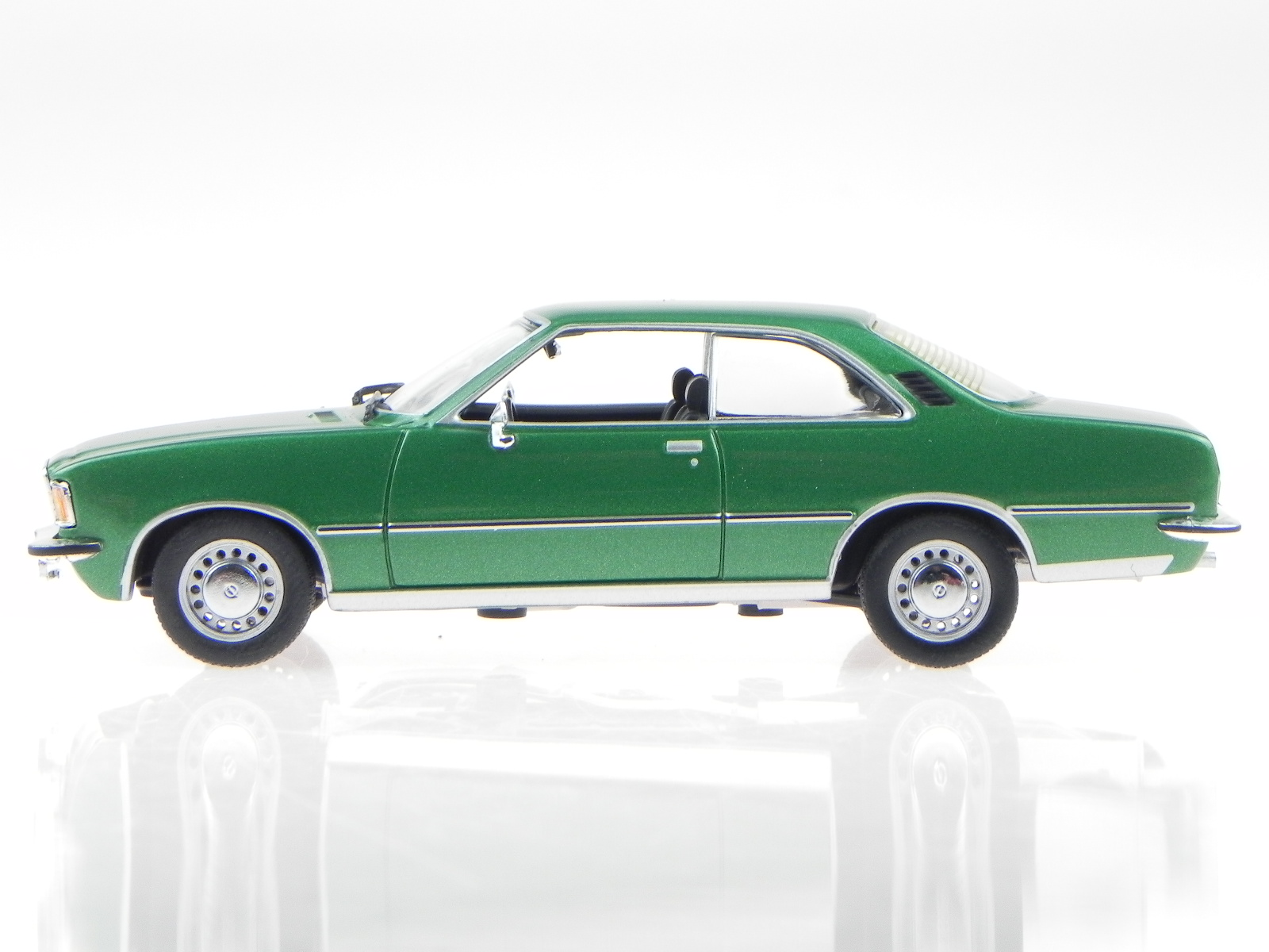 Opel-Rekord-D-cupe-verde-coche-en-miniatura-400044022-Minichamps-1-43 miniatura 2