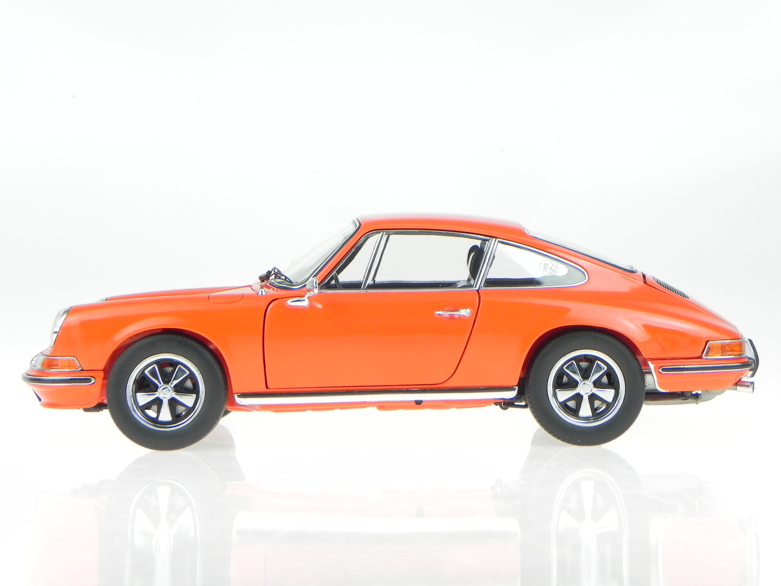 porsche 911 s coupe 1973 orange modellauto 353 schuco 1 18. Black Bedroom Furniture Sets. Home Design Ideas