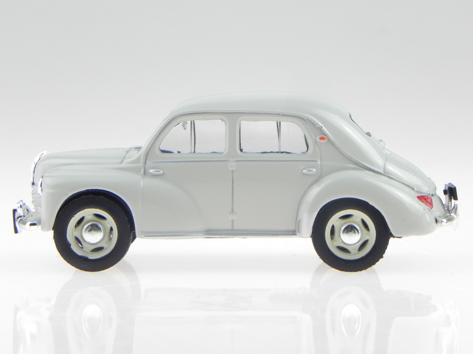 Renault-4CV-4-CV-beisschnittchen-clara-verde-coche-en-miniatura-Atlas-1-43 miniatura 2