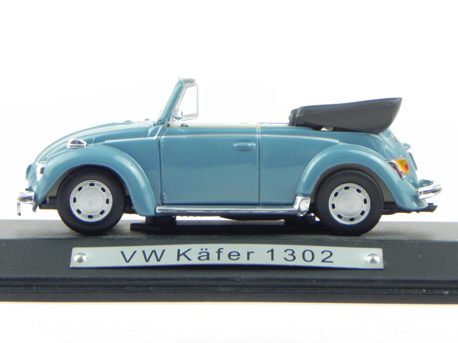 vw k fer 1302 cabrio hellblau modellauto atlas 1 43 ebay. Black Bedroom Furniture Sets. Home Design Ideas