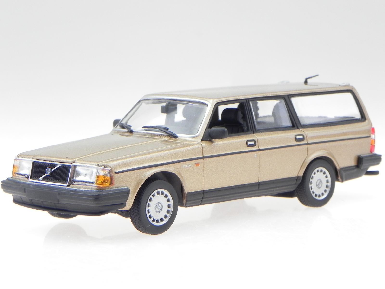 Details about Volvo 240 GL Break 1986 gold met  diecast modelcar 940171414  Maxichamps 1:43