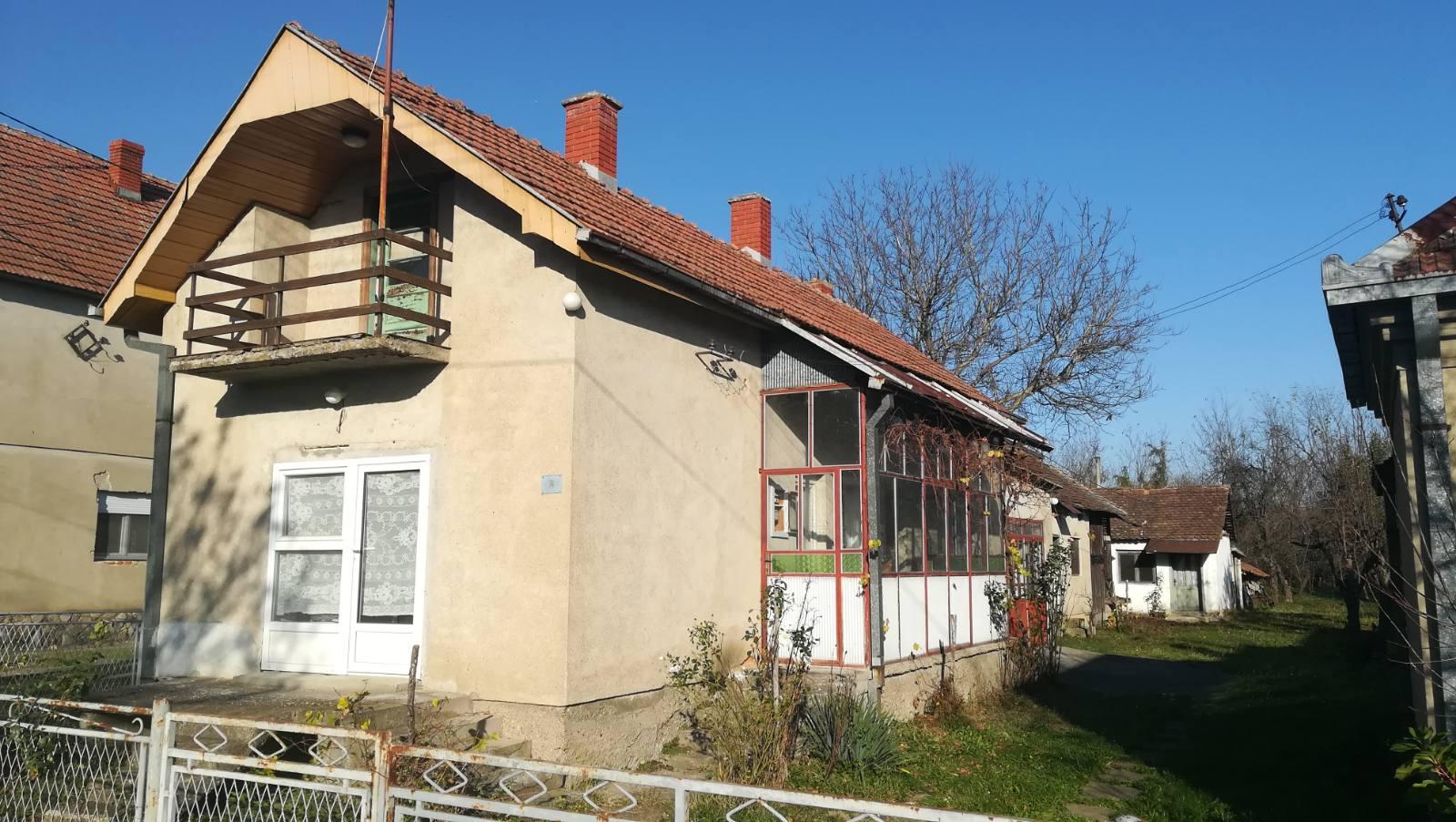 Prodajem dve kuće u Dudovici  opština Lazarevac  vlasnik