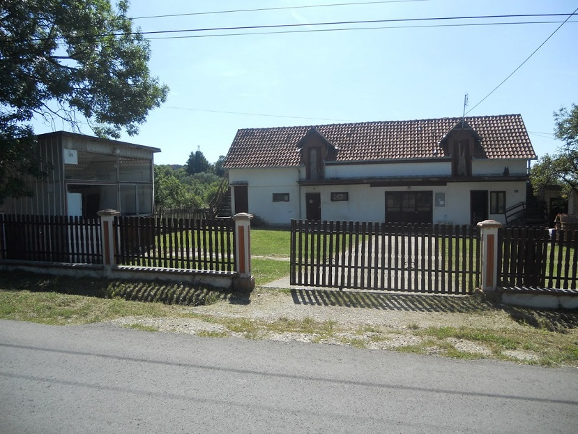 Porodicno imanje Vranic Centar 90ari 176m2 kuca