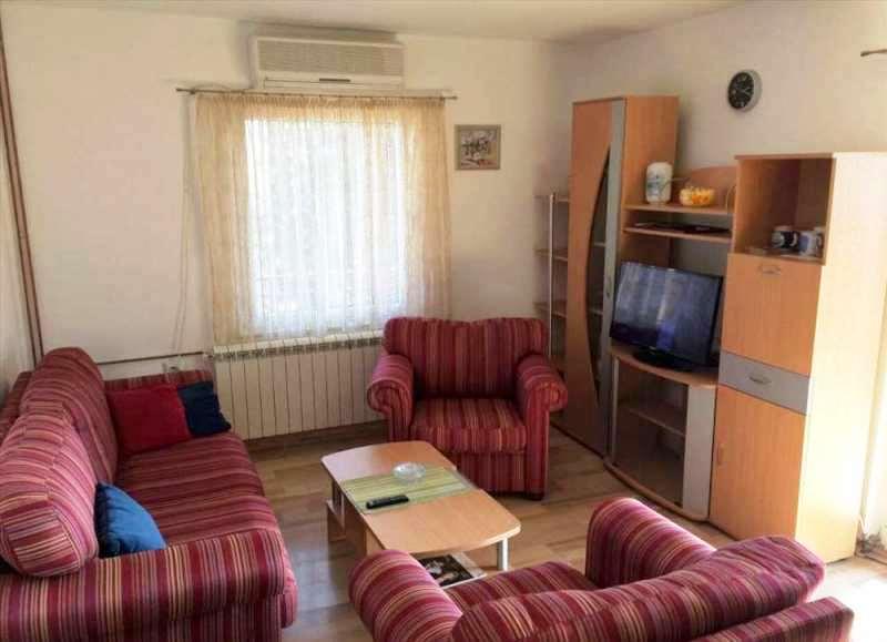 Izdaje se stan, namešten, Braće Jerković, Beograd, Srbija
