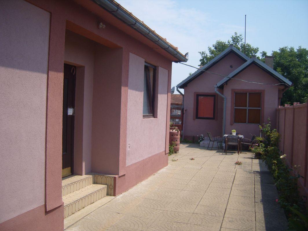 Dvojna kuća   061 6315 222
