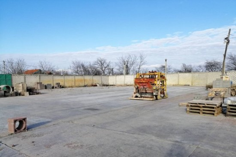 Plac betoniran i ogradjen