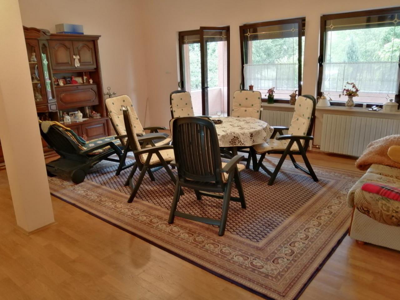Porodična kuća u Mladenovcu  Selters Banja