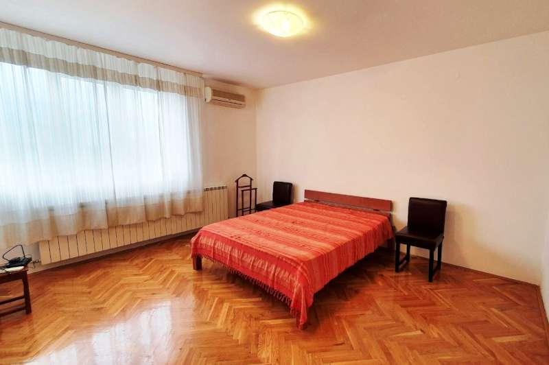 Izdaje se stan, polunamešten, Vračar, Beograd, Srbija