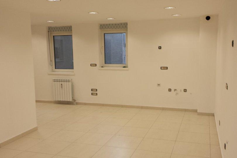 Izdaje se stan, prazan, Centar, Beograd, Srbija