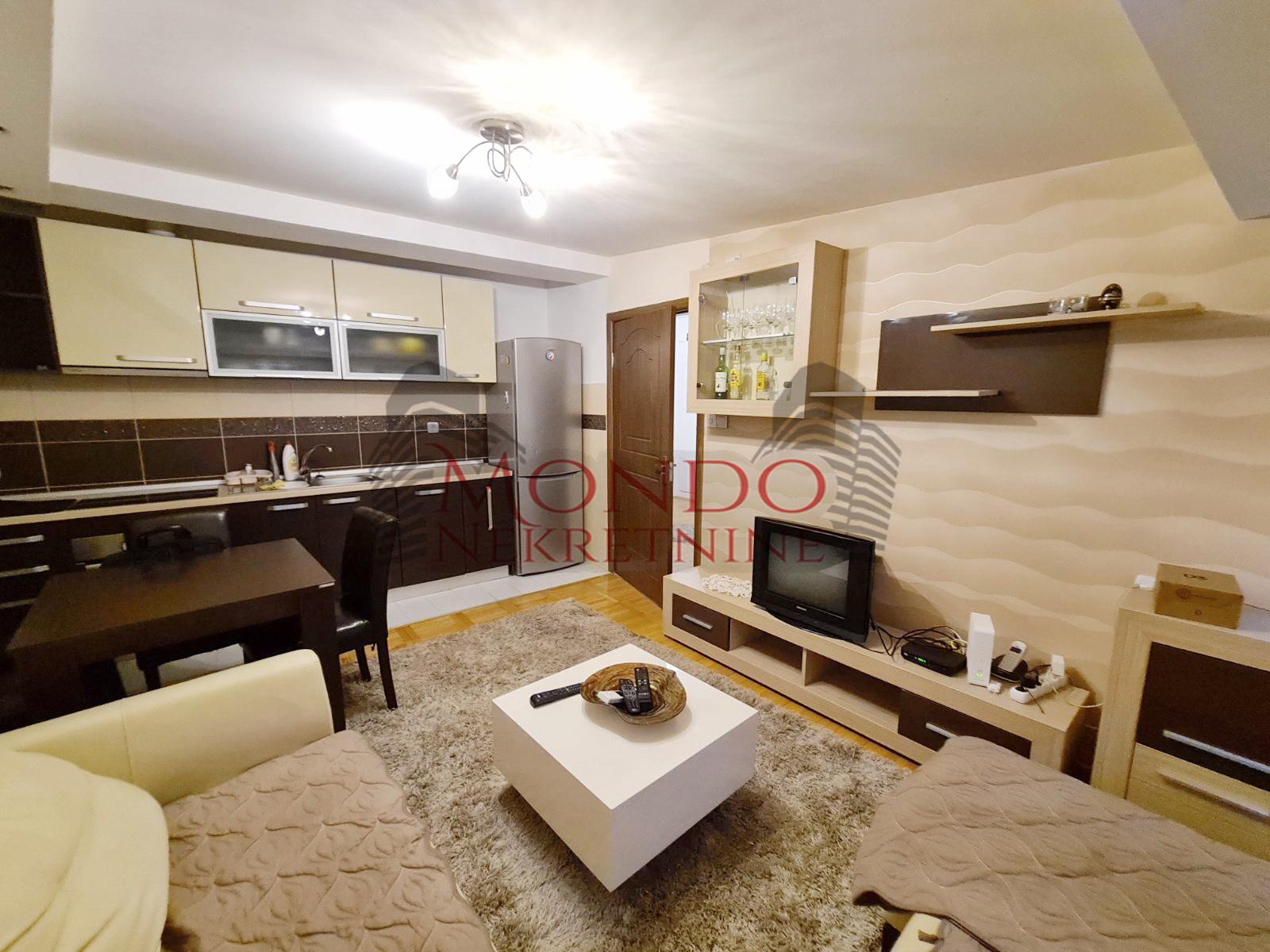 Dvoiposoban stan u novoj zgradi  centar  Nis