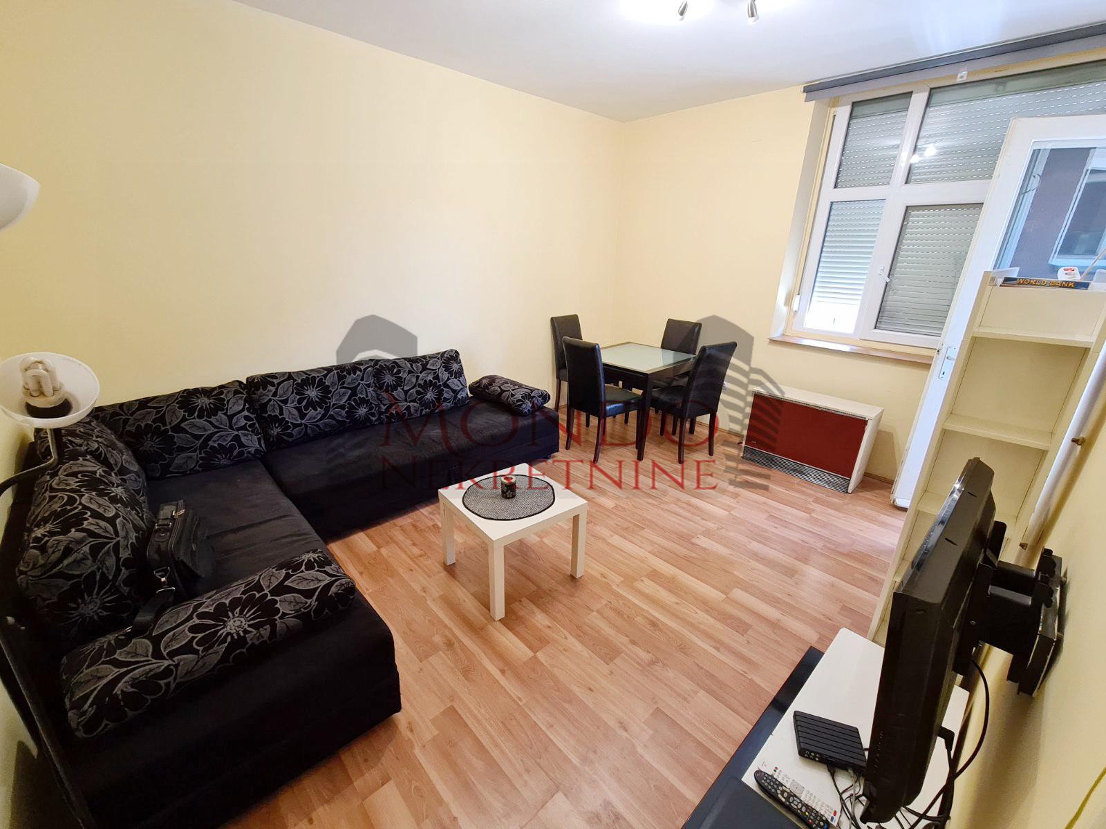Izdaje se dvosoban stan u centru grada kod Mc Donalds a  Nis