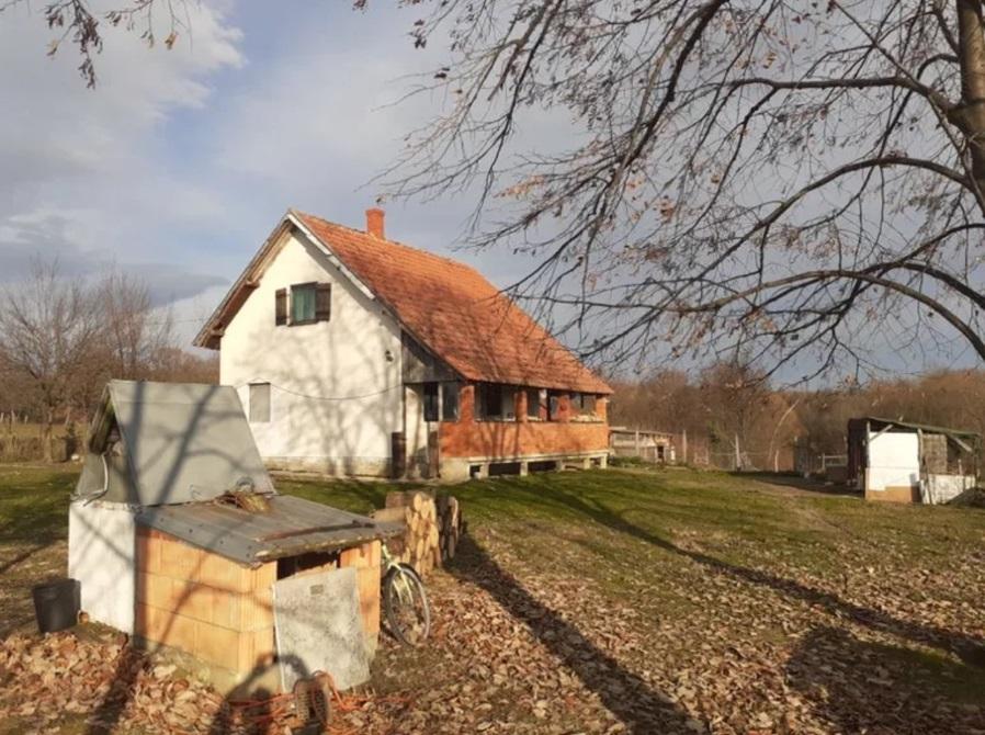 Prodajem kucu 70m2 i 62 ara okucnice u Barzilovici Lazaravac