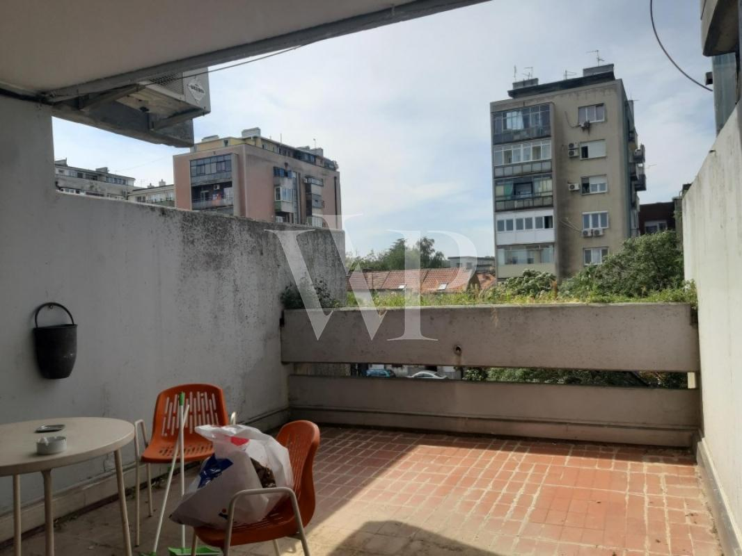 Izuzetno svetao i komforan četvoroiposoban stan