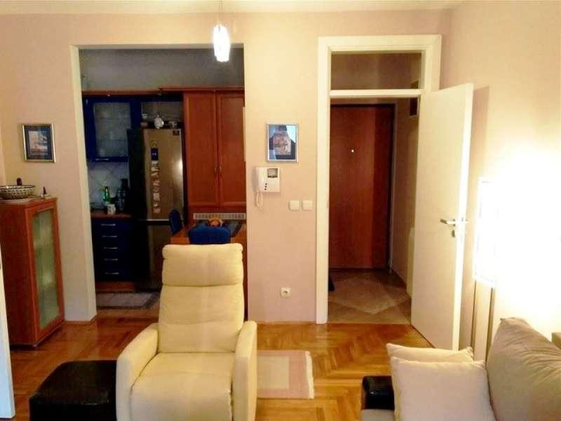 Izdaje se stan, namešten, Dedinje, Beograd, Srbija