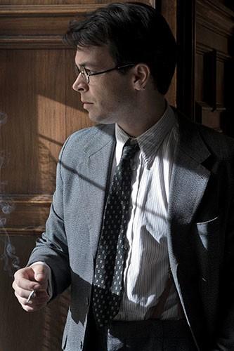 Carlos Serrano-Clark interpreta a Salvador Vila