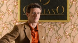 Diego Martín interpreta a Enrique Otegui - Velvet Colección