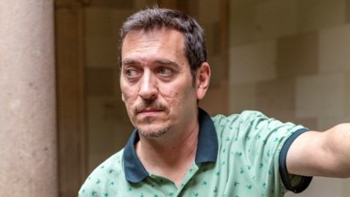 El creador charló con nosotros en el rodaje en la Universidad de Barcelona. (Fuente: Movistar+/Daniel Carmona)