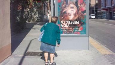 Los carteles de «Vida perfecta» han «empapelado» las calles - Concha de la Rosa - Movistar+
