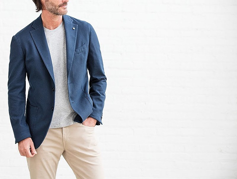 Do's And Don't How to Wear a Blazer_blazer with t-shirt