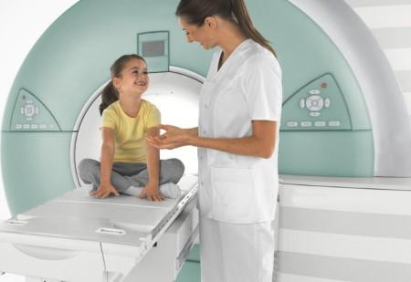 Поддержка ребенка на МРТ головного мозга