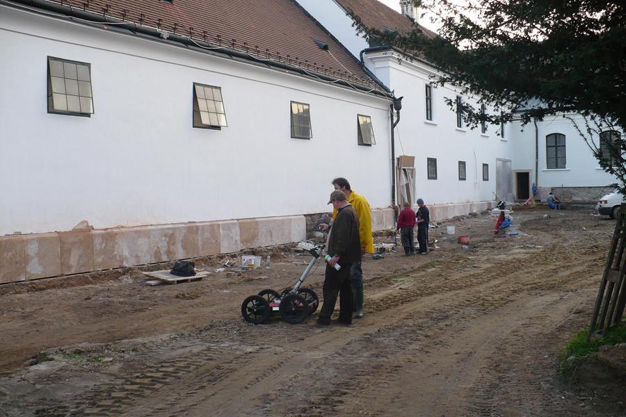 http://www.muemlekem.hu/images/magazin/20101112loszoborgodollo/003.jpg