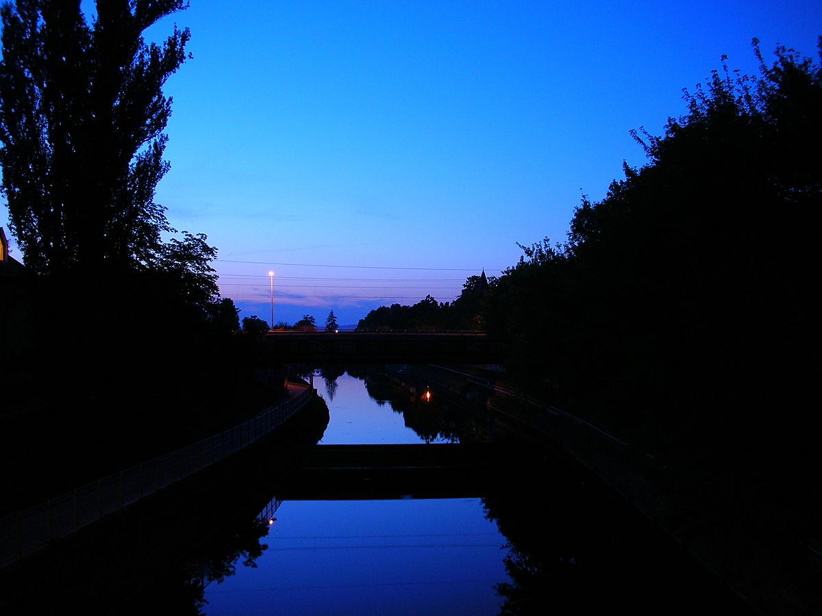 Hidat ver az éjszaka