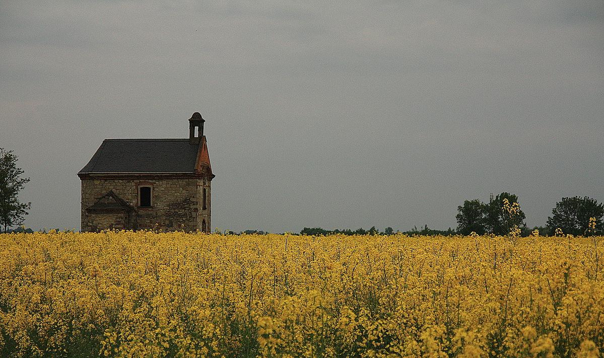 Kápolna - (borús) ég és föld között