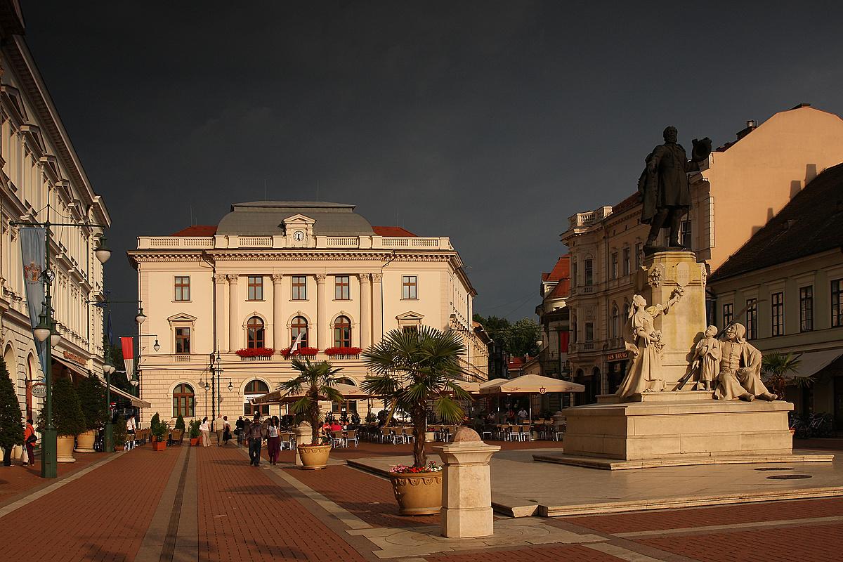 Eső előtti város