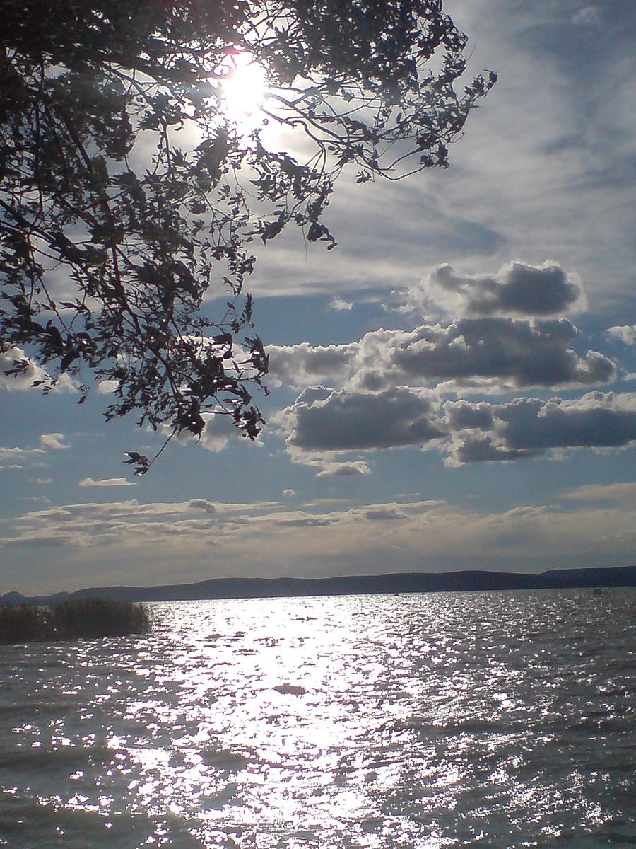 Felhők a Balaton felett