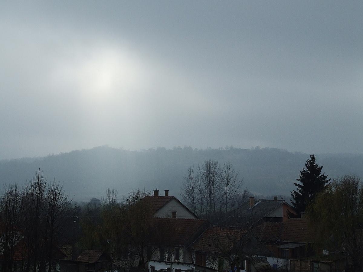 Felhők IV. Megvilágosodás