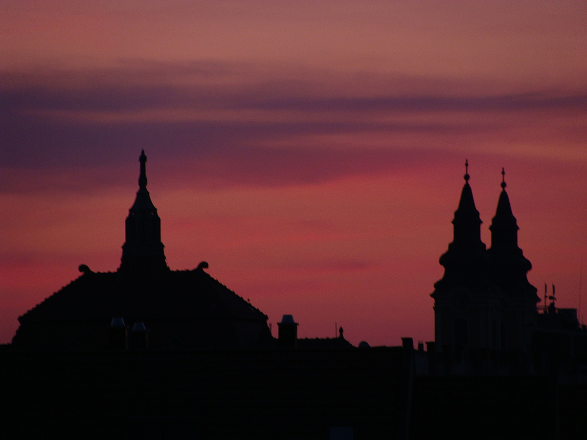 Napfelkelte tornyokkal