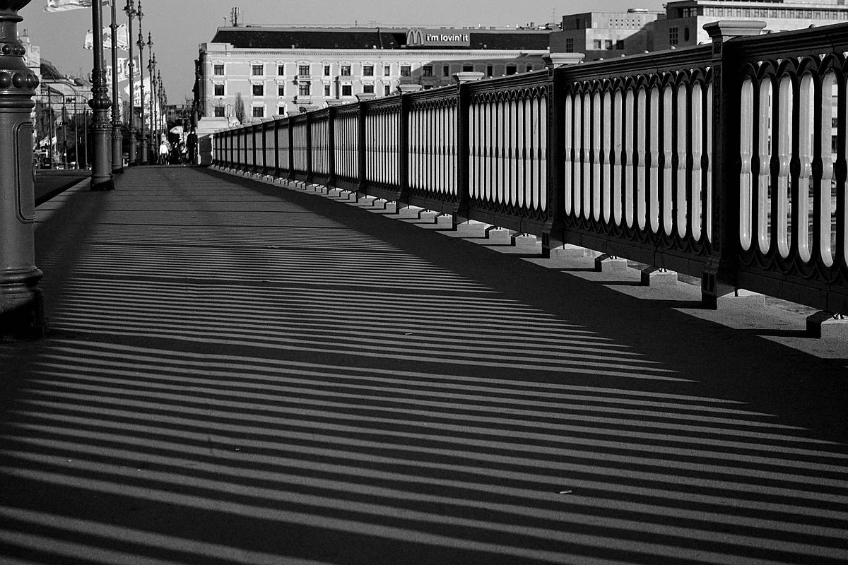 A Margit-híd csíkjai.